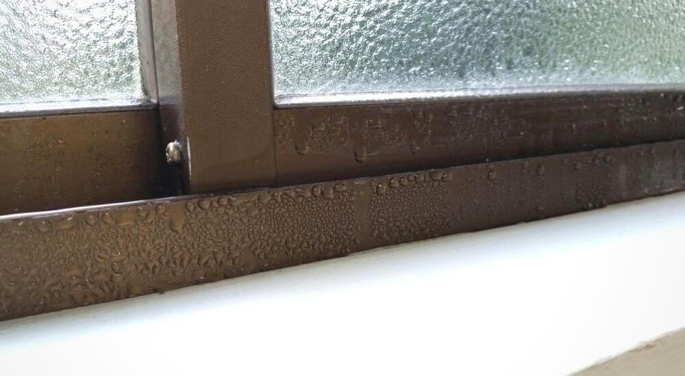 condensación en las ventanas de chapa